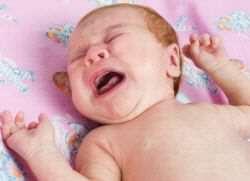 Почему ребенок плачет после купания?