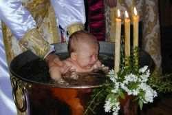 Можно ли крестить ребенка во время месячных?