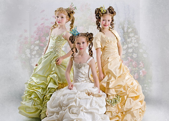 Більшість екземплярів з тематичних серій від європейських дизайнерів  прикрашені ручним декором  квітами з текстилю fc5d26b3ac9bf