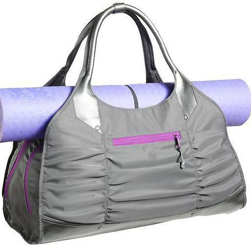 Ще однією не менш затребуваною моделлю вважаються сумки на пояс. Вони  дозволяють звільнити руки під час бігу або занять на тренажерах. f2a856d224709