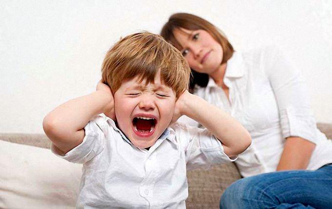 Как нужно реагировать на истерику ребенка