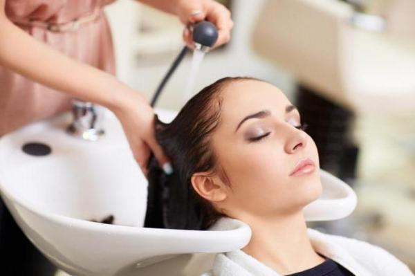 Почему болят корни волос на голове: причины и способы устранения