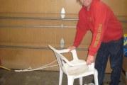 Саморобні нарти з пластикового стільця та лиж