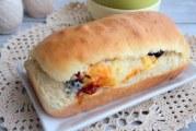Пиріг-рулет з маслинами, в'яленими перцями і сиром