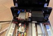Механізм для планшета або монітора в машину