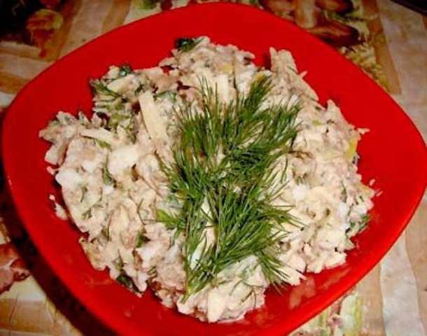 Салат из консервированной рыбы и яйцом