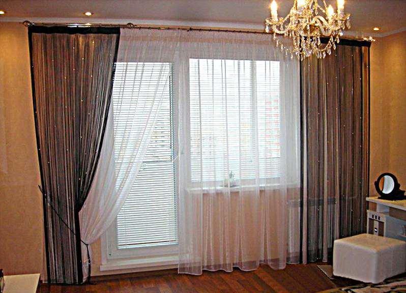 Окно с балконной дверью шторы в спальню