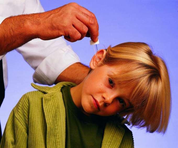 Как лечить уши у ребенка в домашних условиях