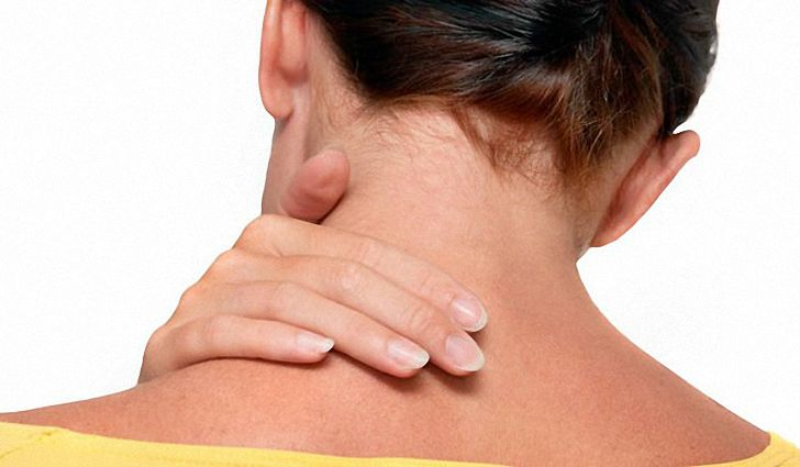 При глотании болит спина