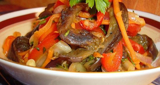 Рецепт вкусного острого салата на зиму