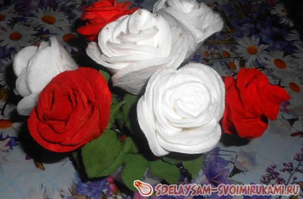 Роза из ватных дисков на палочке своими руками