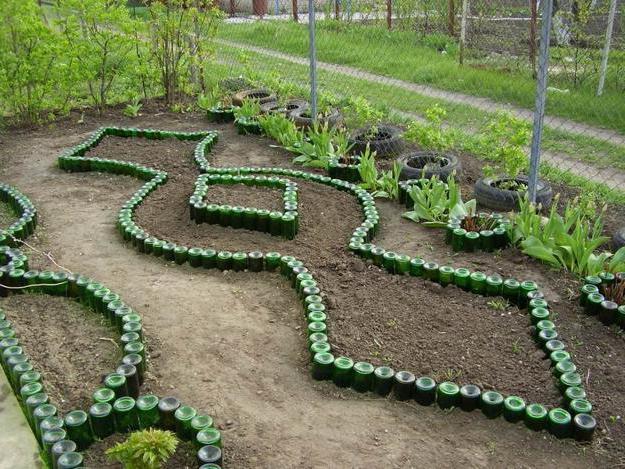 Как огородить клумбу своими руками из подручных