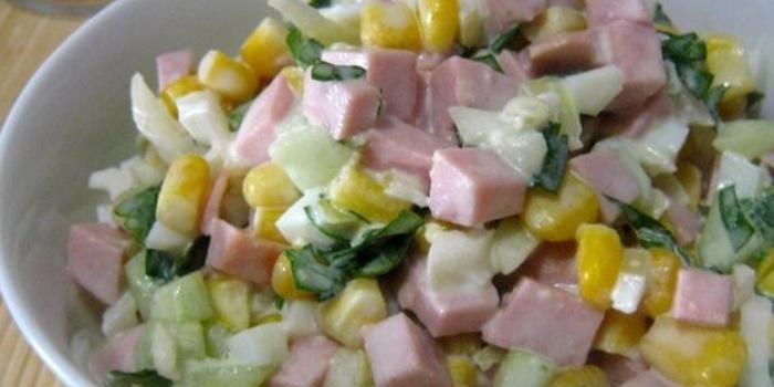 Рецепт салатов с кукурузой и колбасой