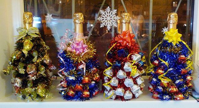 Как сделать елочку из конфет и шампанского своими руками