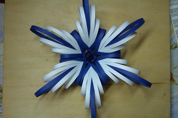 Как сделать с бумаги пышные снежинки