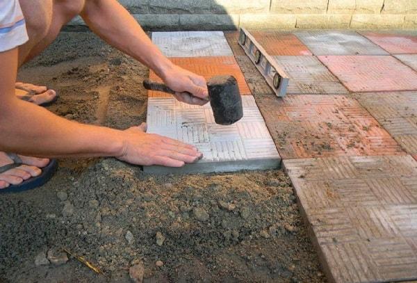 Укладка брусчатки и тротуарной плитки своими руками