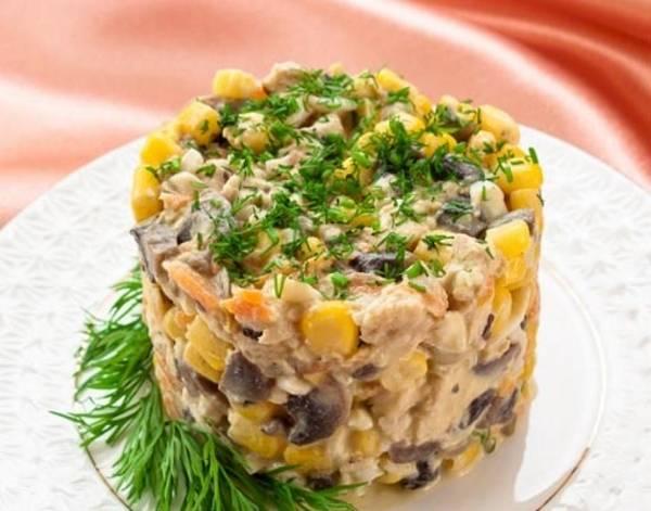 Салат из кукурузы с грибами с фото