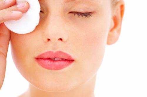Чем снять макияж с глаз в домашних условиях