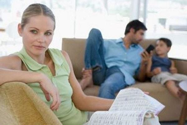 Мужчина строит отношения с женщиной с ребенком