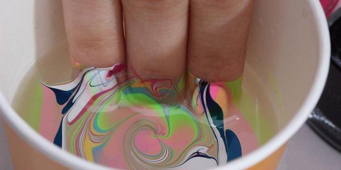 Рисунки на ногтях лак и вода