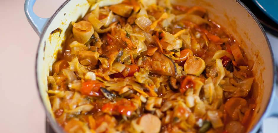 Солянка с капустой и колбасой рецепт с фото пошагово