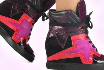 Жіночі черевики на товстій підошві — з чим поєднуються зручні ботильйони на танкетці, тренд сезону