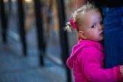 Допоможіть дитині впоратися із сором'язливістю