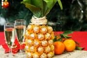 Солодкий подарунок: ананас з цукерок