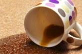 Чим вивести плями від кави на одязі, меблях та килимі