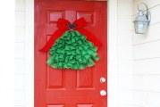 Як швидко зробити новорічну прикрасу на двері з мішковини?