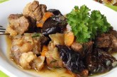 Яловичина з чорносливом — рецепти приготування печені або салату за рецептами з фото