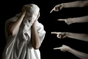Чому люди засуджують інших, і як з цим боротися