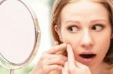 Прищі на щоках у жінок — причина виникнення висипу на обличчі
