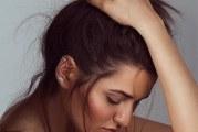 Золотые и серебряные серьги в одно ухо: модный стиль  или дань древним традициям?