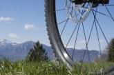 Збірка колеса велосипеда і усунення вісімки