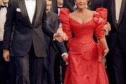 Оригінальні червоні сукні на червоній доріжці