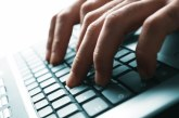 Як почистити клавіатуру від пилу